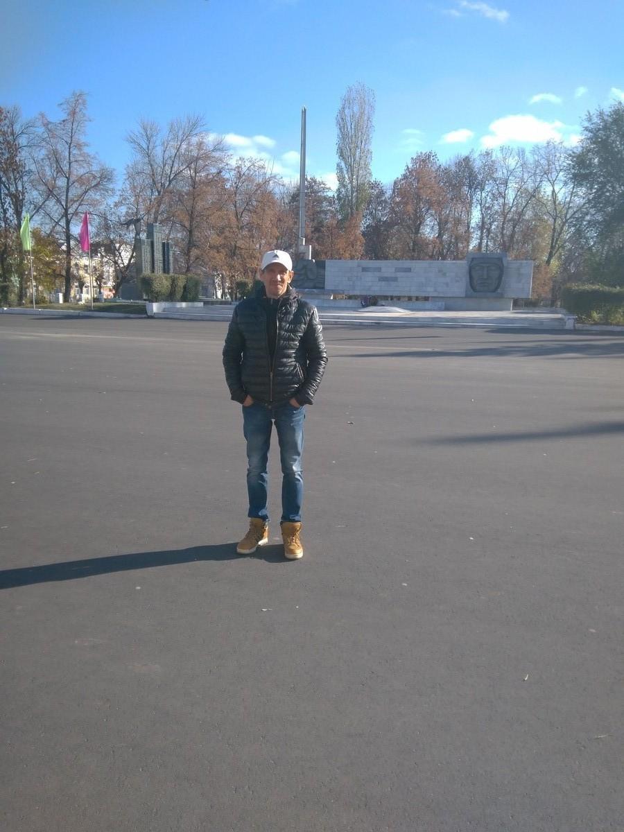 Знакомства Саратов, фото мужчины Андрей, 49 лет, познакомится для флирта, любви и романтики, cерьезных отношений