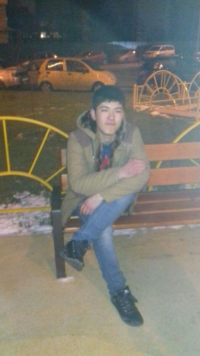 Знакомства Москва, фото парня Aziz, 23 года, познакомится для флирта, любви и романтики, cерьезных отношений