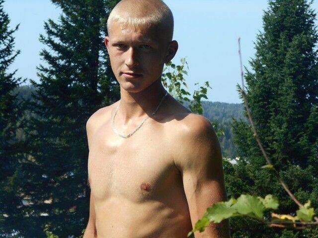 Знакомства Таштагол, фото мужчины Артем, 26 лет, познакомится для флирта, любви и романтики, cерьезных отношений