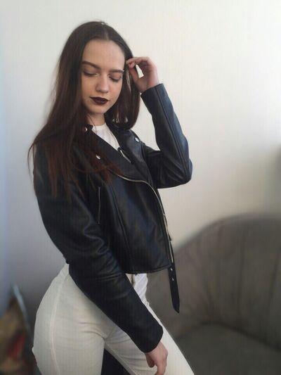 Знакомства Исилькуль, фото девушки Елизавета, 24 года, познакомится для флирта, любви и романтики
